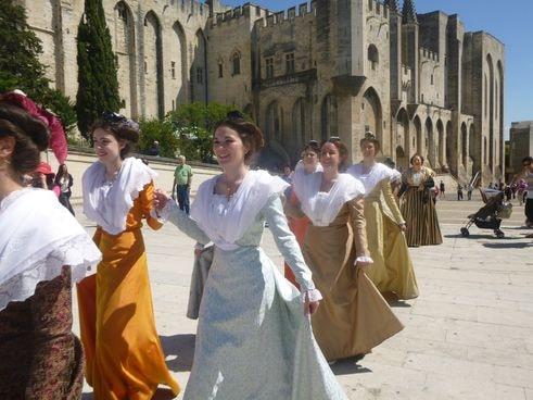 Avignon defile des 90 ans du ruban 8
