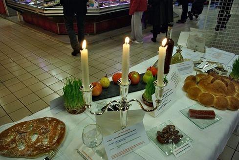 Avignon les halles exposition table des 13 desserts 6