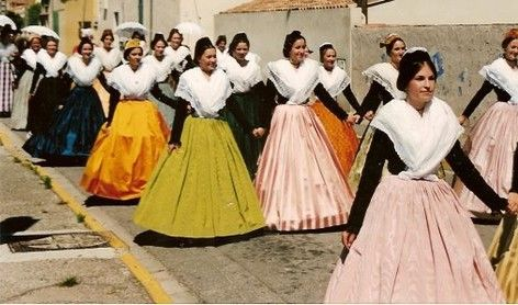 Crinoline costume 1840
