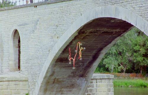 Hommage a farfantello sur le pont d avignon 11