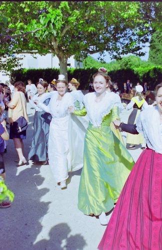 Mariage de marie claire moucadeau en costume d arlesienne 1999 7