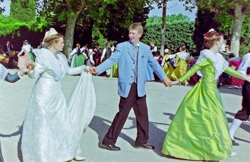 Mariage de marie claire moucadeau en costume d arlesienne 1999 9