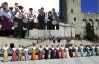 Place du palais des papes 17 mai 2014 les 90 ans du Riban de Prouvènço